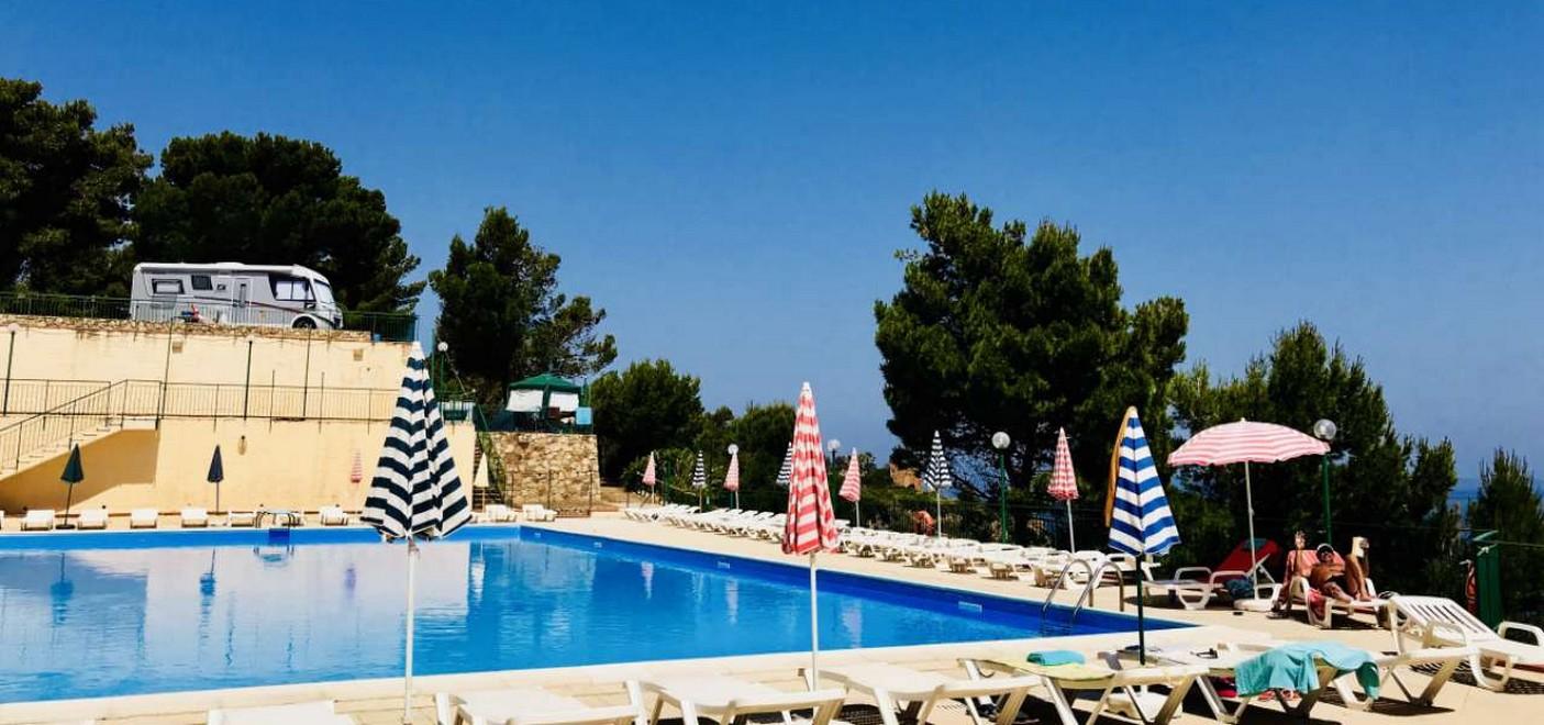 Camping Rais Gerbi-piscine et solarium-Les Pieds dans l'Eau