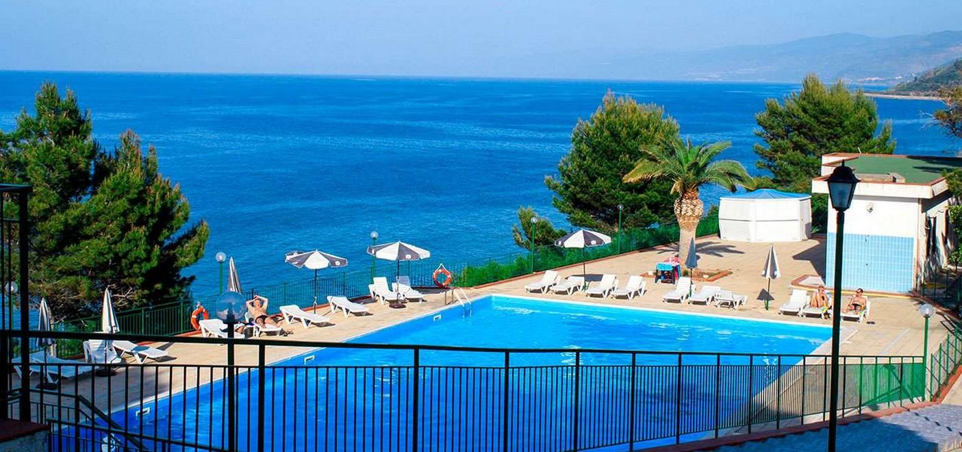 Camping Rais Gerbi-piscine vue mer-Les Pieds dans l'Eau