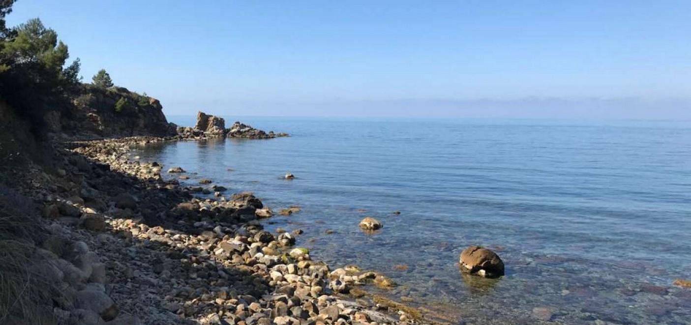 Camping Rais Gerbi-plage rocheuse-Les Pieds dans l'Eau