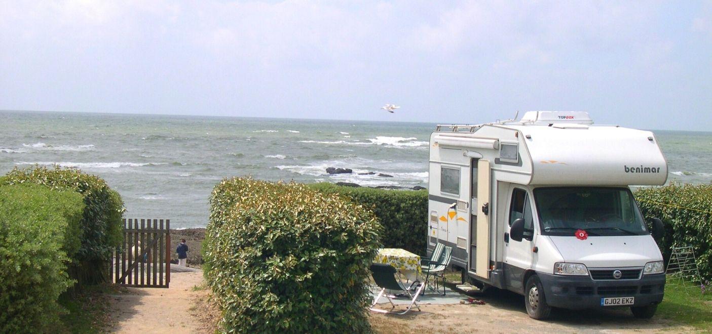 Camping La Falaise-emplacement vue mer-Les pieds dans l'eau2
