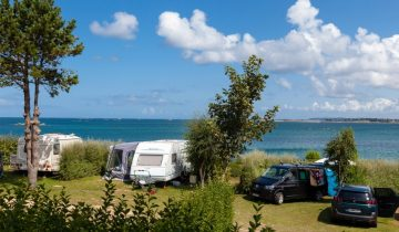 Camping Ar Kleguer - Bretagne - emplacement vue mer