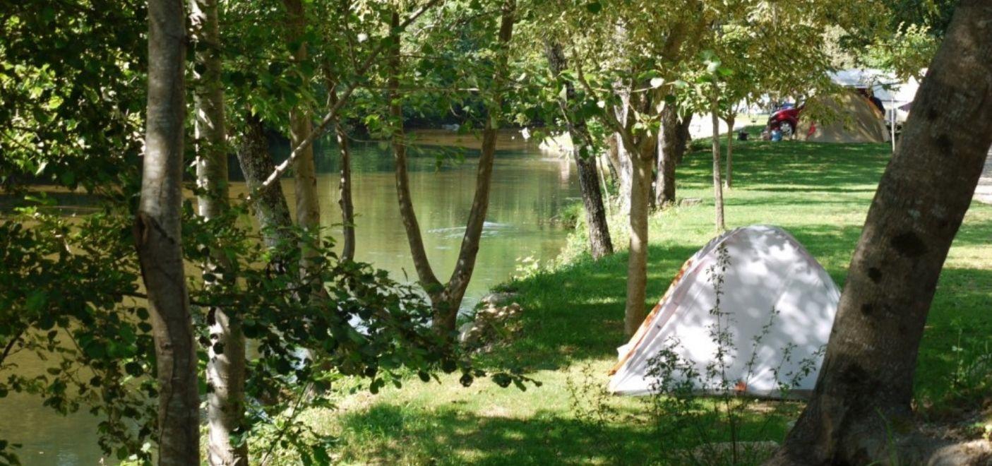 Camping La Salendrinque-emplacements en bord de rivière-Les pieds dans l'eau 2