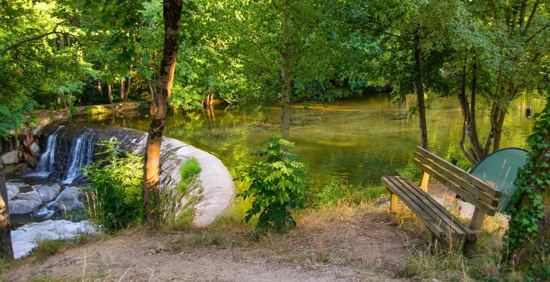 Les Pieds Dans L'eau : Camping Saledrinque Bord Eau
