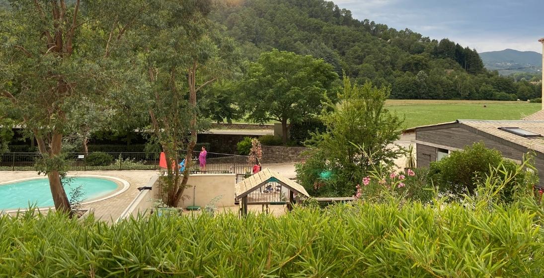 Les Pieds Dans L'eau : Camping Saledrinque Piscine 4