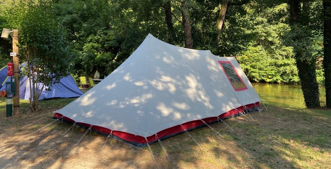 Les Pieds Dans L'eau : Camping Saledrinque Tente