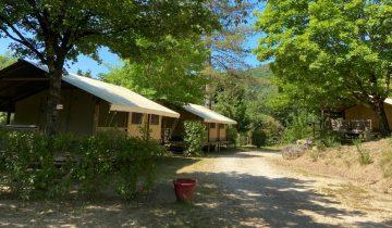 Les Pieds Dans L'eau : Camping Salendrinque Locations 1