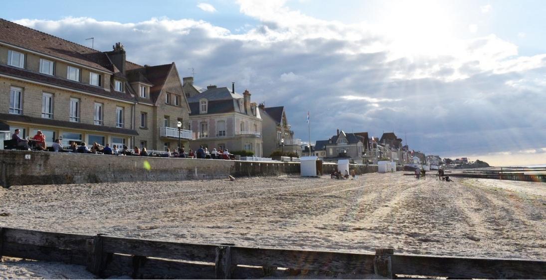 Les pieds dans l'eau : Hotel Clos Normand Normandie - plage