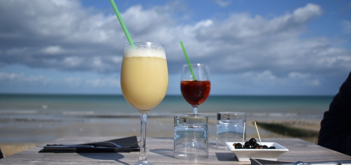 Hôtel Le Clos Normand - bar vue mer - Les pieds dans l'eau