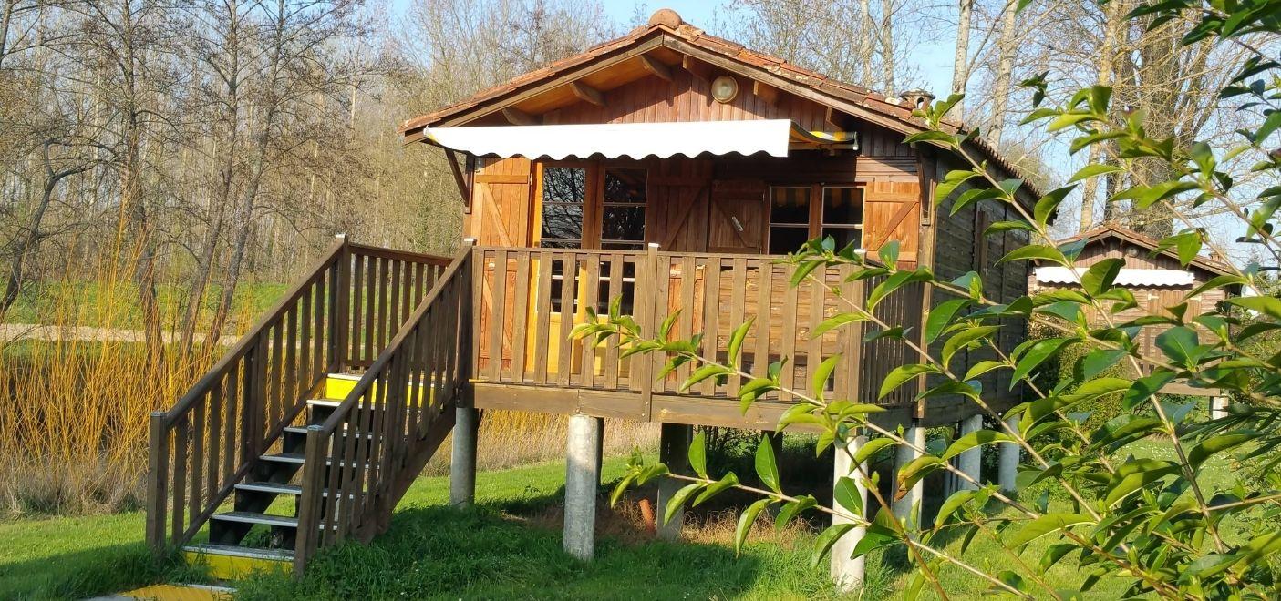 Camping Dordogne Verte-chalet-Les pieds dans l'eau