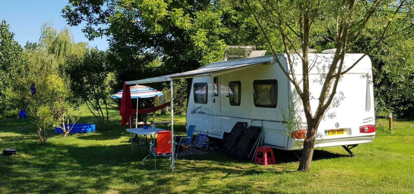Camping Dordogne Verte-Emplacement camping-car-Les pieds dans l'eau