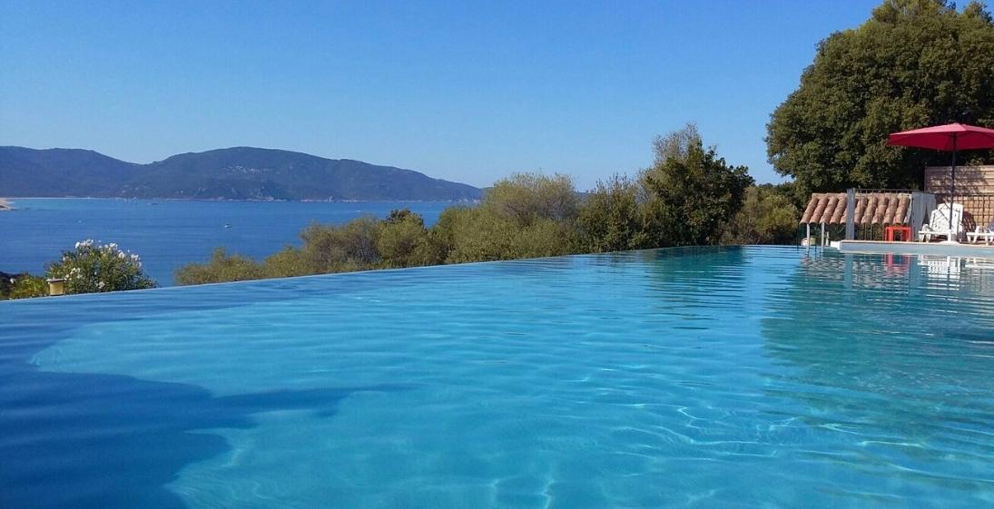 Les Pieds Dans L'eau : Camping Esplanade Corse Piscine 2