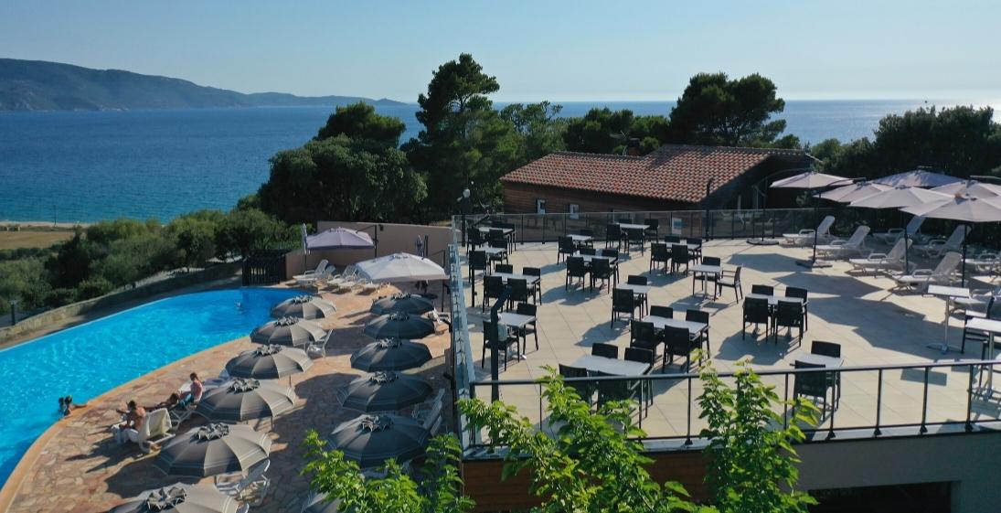 Les Pieds Dans L'eau : Camping Esplanade Corse Piscine Debordement
