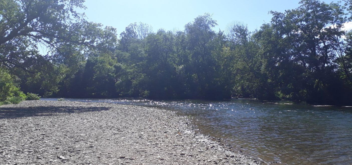 Camping Le Chassezac-Bord de rivière-Les pieds dans l'eau