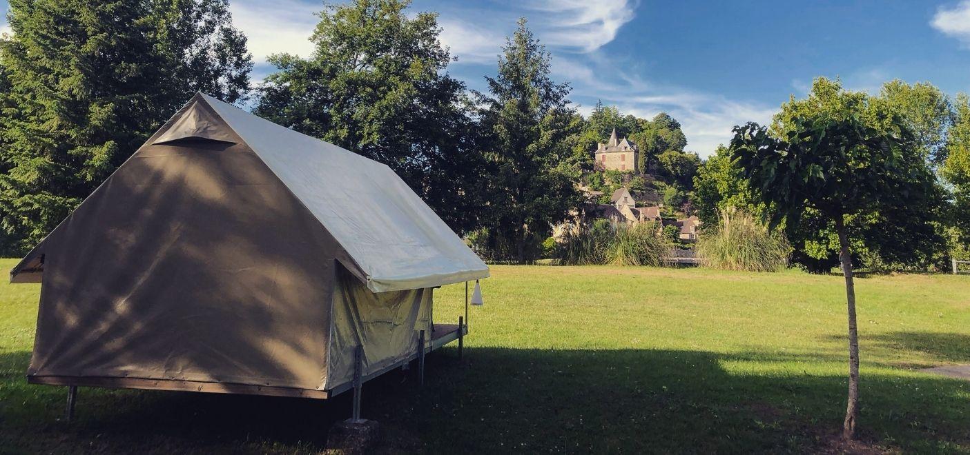 Camping Le Port de Limeuil - Tente bord de rivière - Les pieds dans l'eau