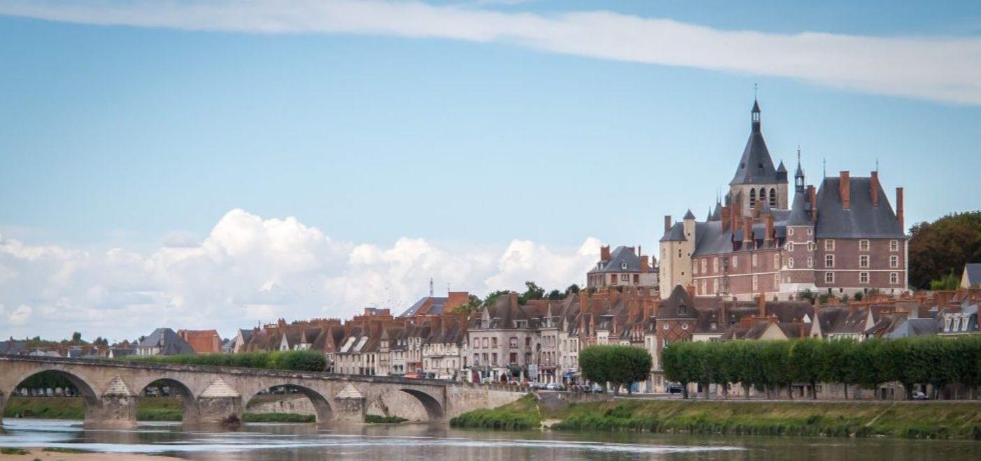 Camping Touristique de Gien-Loire-Les pieds dans l'eau