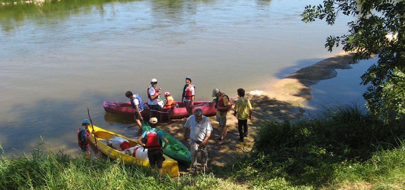 Camping Touristique de Gien-Sortie canoë-Les pieds dans l'eau