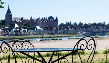 Camping Touristique de Gien-Table vue Loire-Les pieds dans l'eau2