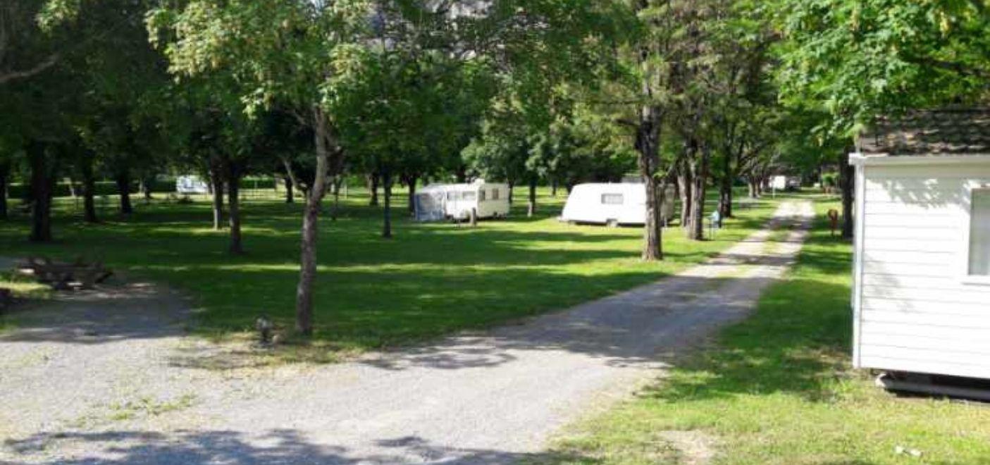 Camping Bonhomme - Emplacements - Les pieds dans l'eau