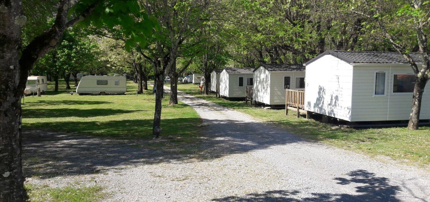 Camping Bonhomme - Hébergements- Les pieds dans l'eau