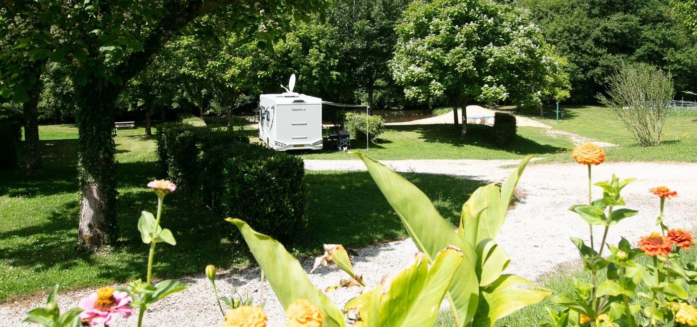 Camping La Chatonnière - Bord de l'eau - Les pieds dans l'eau