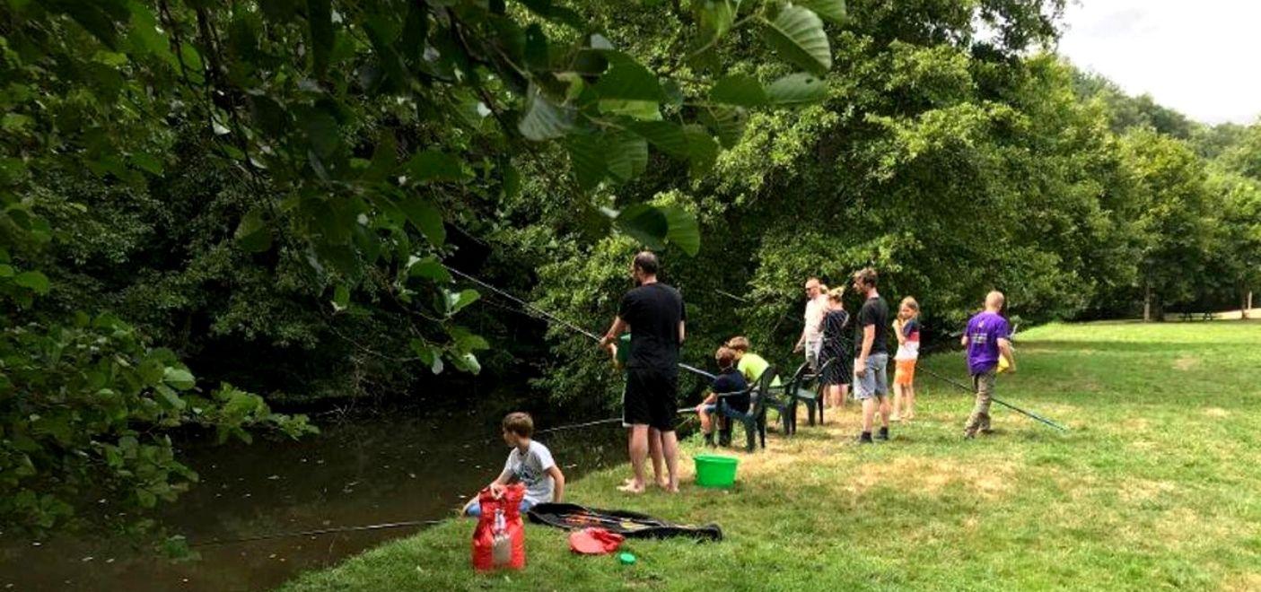 Camping La Chatonnière - Pêche - Les pieds dans l'eau