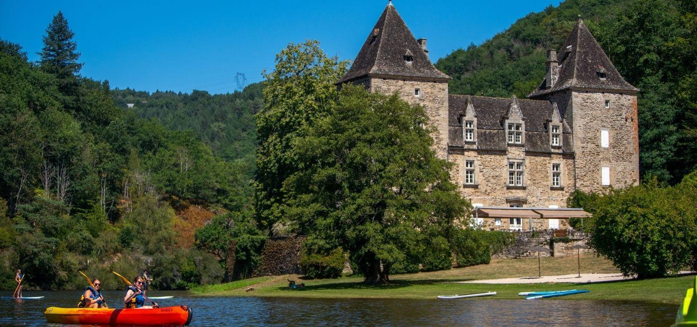 Camping Le Gibanel - Château - Les pieds dans l'eau