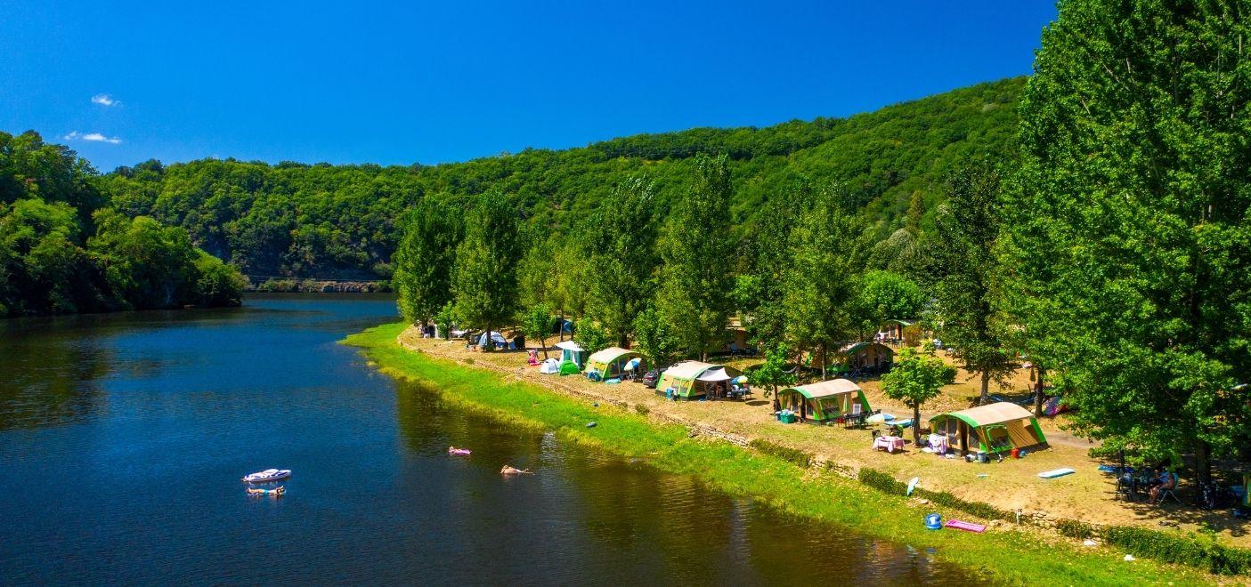Camping Le Gibanel - Emplacements en bord de rivière - Les pieds dans l'eau