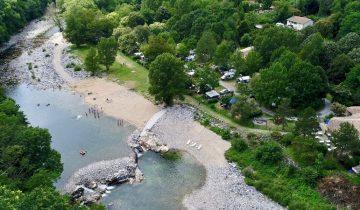 Camping Le Ventadour - vue aérienne - Les pieds dans l'eau