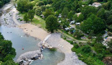 Camping Le Ventadour - vue aérienne - Les pieds dans l'eau2