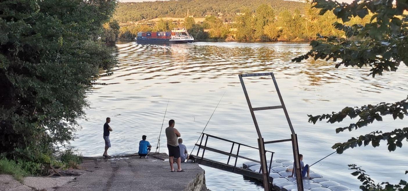 Camping Loisirs des Groux - Pêche - Les pieds dans l'eau