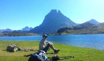 Camping Pyrénées Passion - Randonnée - Les pieds dans l'eau