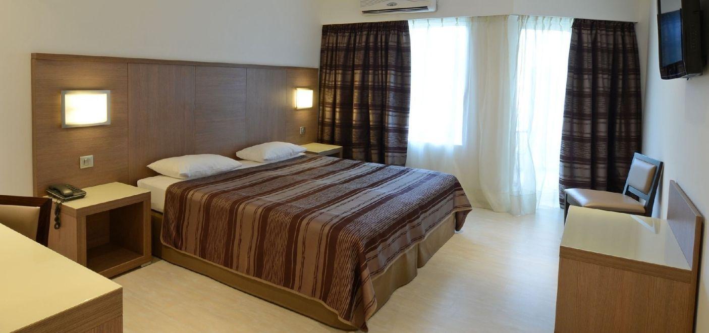 Calvi Hotel - Chambre 3 - Les pieds dans l'eau
