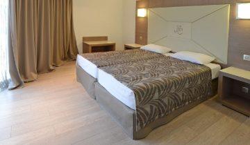 Calvi Hotel - Chambre - Les pieds dans l'eau