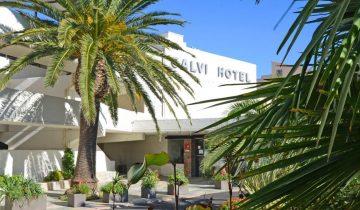 Calvi Hotel - Entrée clients - Les pieds dans l'eau