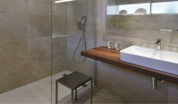 Calvi Hotel - Salle de bain 2 - Les pieds dans l'eau