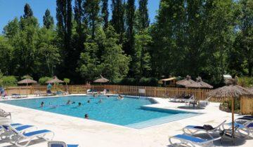 Camping Brantôme Peyrelevade - piscine - Les pieds dans l'eau