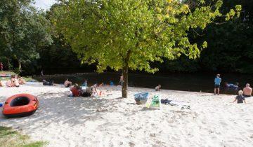 Camping Brantôme Peyrelevade - plage en bord de rivière - Les pieds dans l'eau