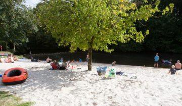 Camping Brantôme Peyrelevade - plage en bord de rivière - Les pieds dans l'eau2