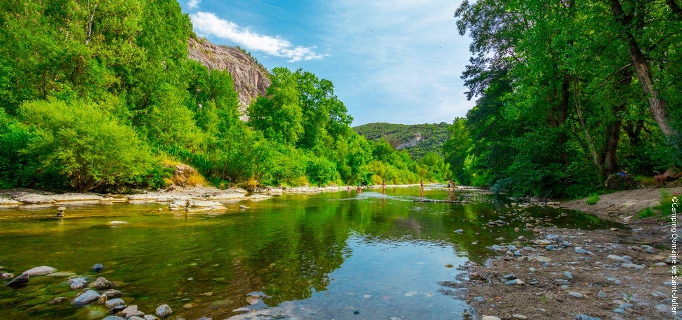 Camping Domaine de Saint-Julien - Rivière - Les pieds dans l'eau