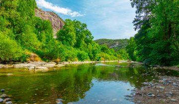 Camping Domaine de Saint-Julien - Rivière - Les pieds dans l'eau2