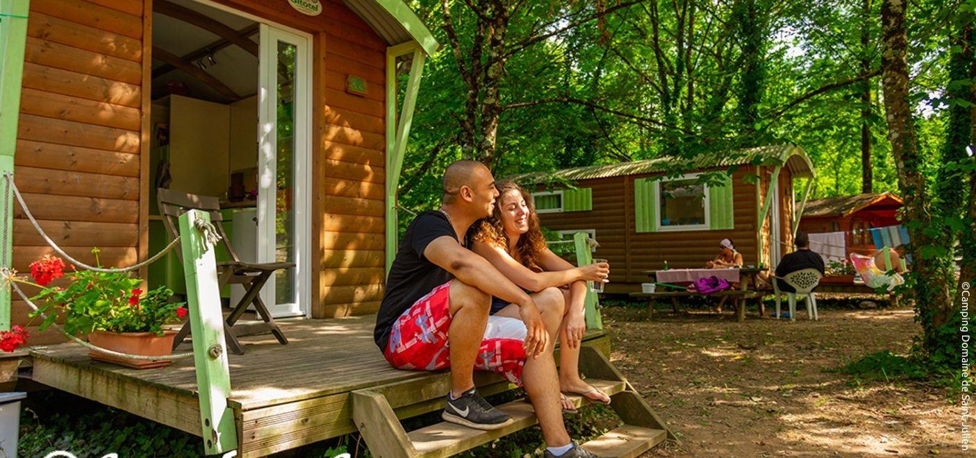 Camping Domaine de Saint-Julien - Roulottes - Les pieds dans l'eau