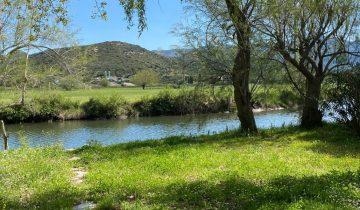 Camping La Pinède -bord de rivière-Les pieds dans l'eau