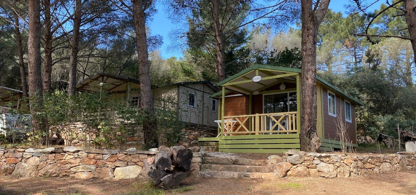 Camping La Pinède -locatifs-Les pieds dans l'eau