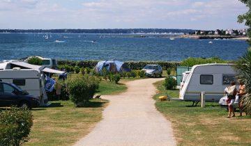 Camping Le Cabellou Plage - Emplacements - Les pieds dans l'eau
