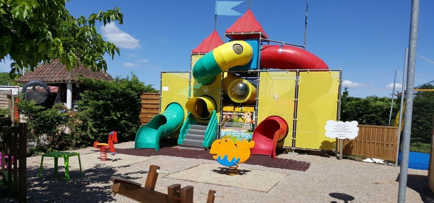 Camping Les Chalets sur la Dordogne - aire de jeux- Les pieds dans l'eau
