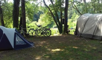 Camping Les Chalets sur la Dordogne - emplacement- Les pieds dans l'eau